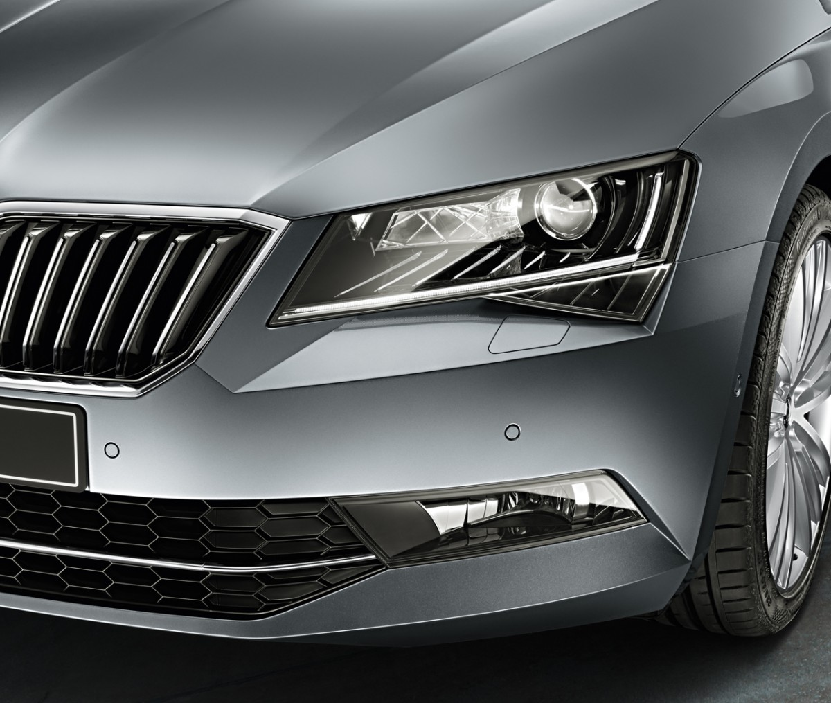 SKODA-Superb-dynamic-light-features-2