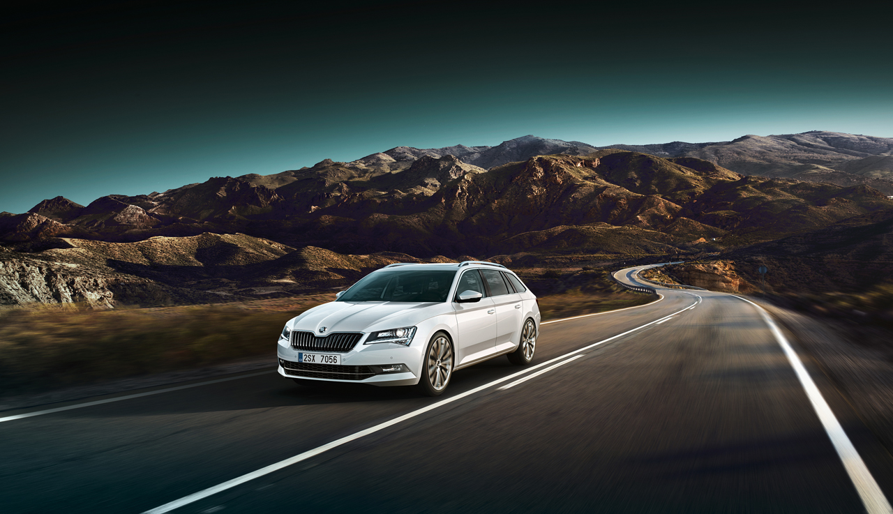 SKODA-Superb-dynamic-light-features-5