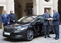 skoda-superb-parlament-02web