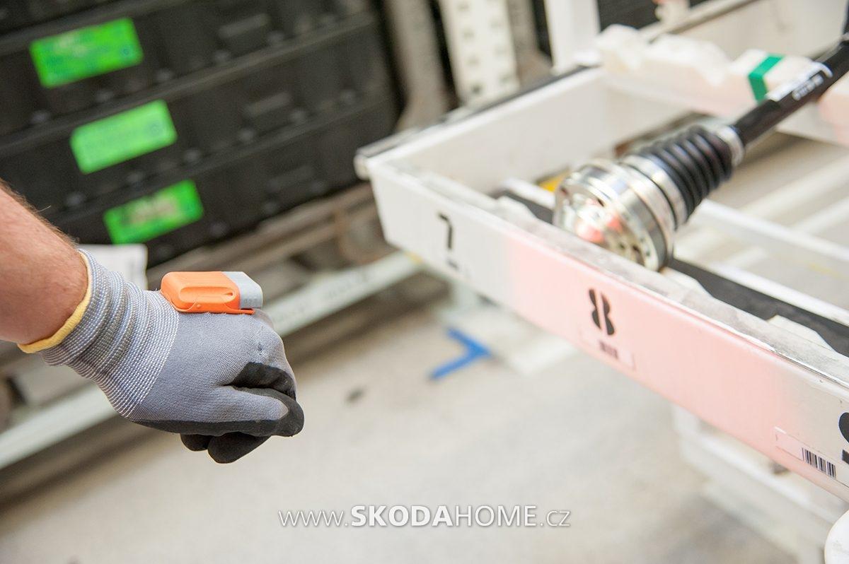 SKODA-Logistics-rukavice-01