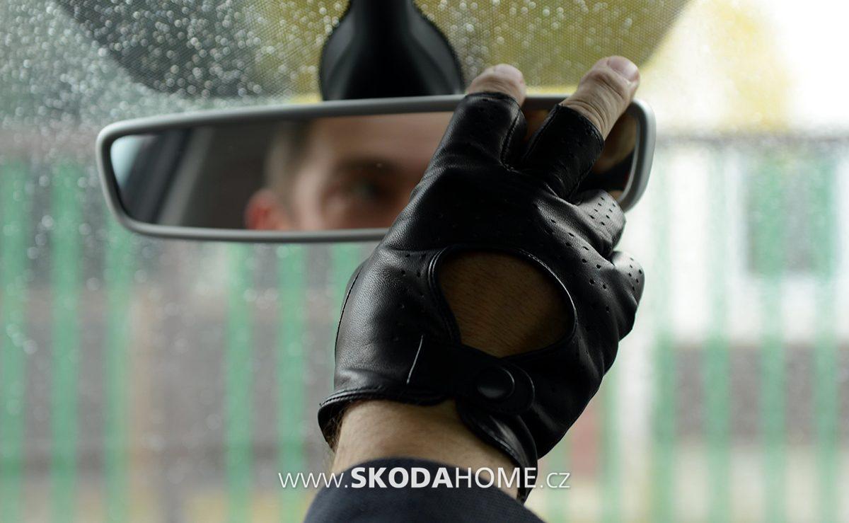 382331ae3b9 ... sportovní a v současné době patří mezi špičku ve výrobě řidičských  rukavic. Firma NAPA dodává rukavice jak na tuzemský trh