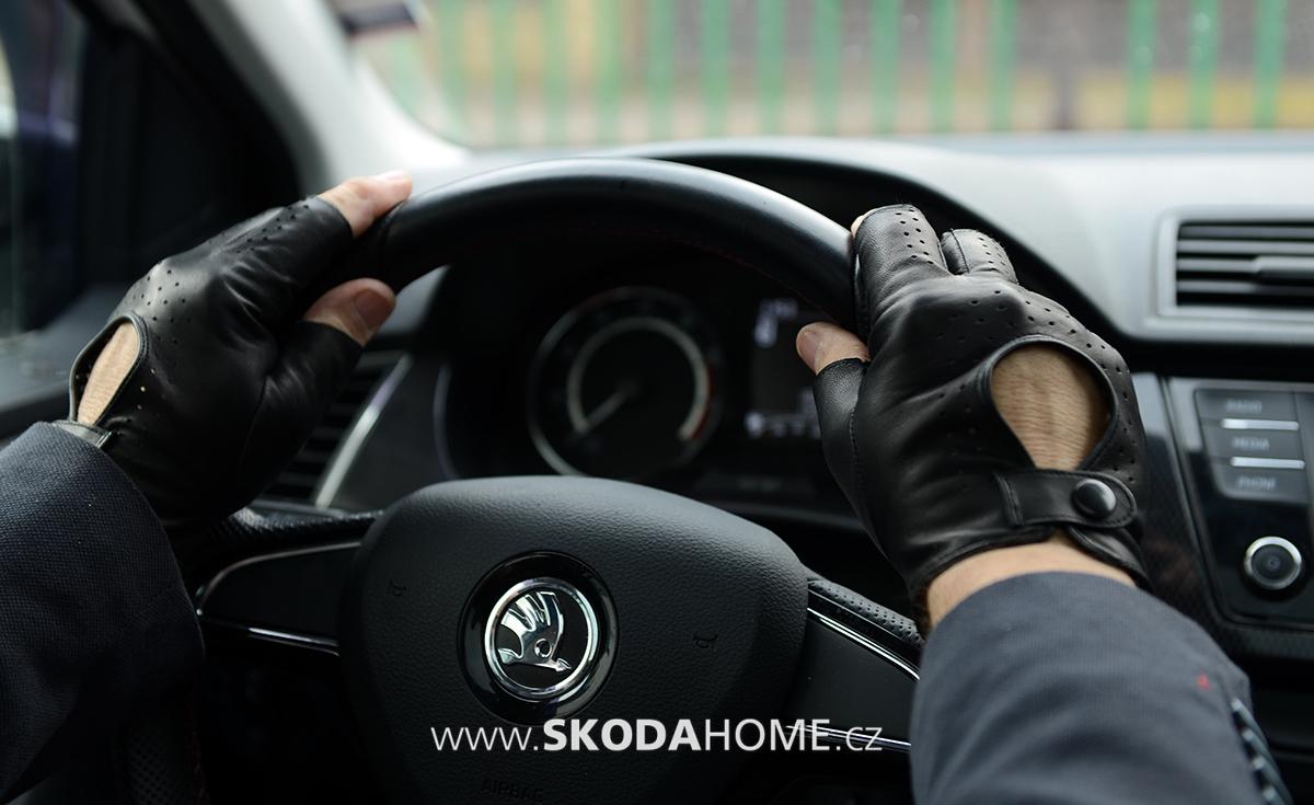 3545c756b30 Stylové rukavice i do moderního vozu